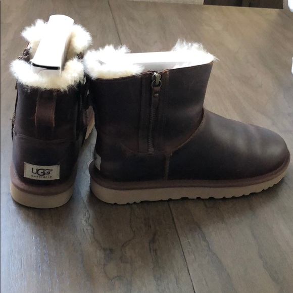 243183d9b88 Women classic mini double zip Ugg leather boots.